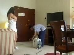 Norwayn Bhabhi Titties Gazoo Show to Cleaner Man at Hotel