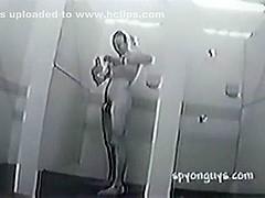 se pajea en la ducha