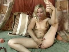 Video from AuntJudys: Bubbly Heidi Hanson