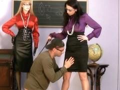 Milf is fingered hard by her boyfriend in fetish video
