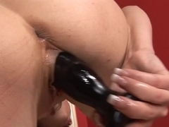 Babe is clipping her pussy lips