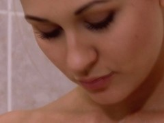 Pussylicking lesbian shaving her lovers pussy