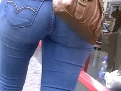 Candid asses in tight Levi jeans