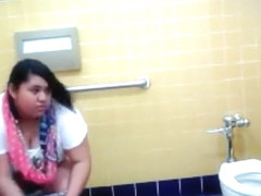 Best friends always pee together