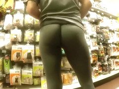 Dude in yoga pants buying things at the supermarket