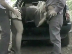 Curvy dogging woman penetrated in the park