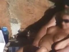 Beach sex camera filmed a bimbo having sex