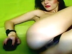 Mallenass: brunette plays with her holes