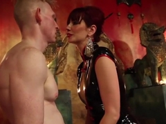 Maitresse Madeline visits famous Midtown Manhattan dungeon!!!