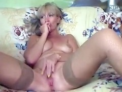 Lana39 masturbates on the couch
