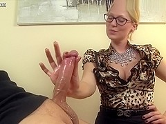 I give a guy a handjob in amatur porn video clip