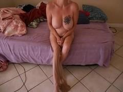 Mature babe wears a kinky pantyhose