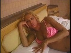 Curly-headed Tgirl shows her sexual skills