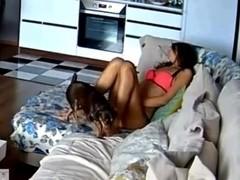 masturbandose en el sofa