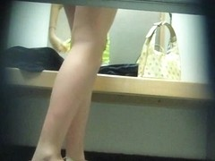 Sweet babe exposng lingerie in changing room