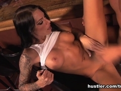 Juelz Ventura in The Bartender - Hustler