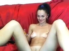 Brunette AelitaLuv opened her legs