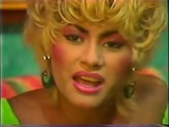 Blonde classic tranny solo