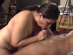 Chubby lalin girl hottie gives lengthy blow job on hotel floor