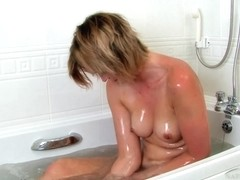 ATKhairy: Leanne Smith - Bathing Movie