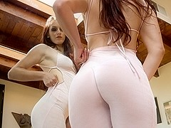 Mira,Melody Jordan,Holly Michaels,Anikka Albrite,Jessie Rogers in Walking Butts #07