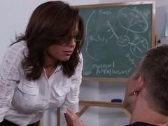 Studying my teacher's pussy
