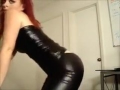 Redhead hot milf webcam babe in latex tight outfit shaking ass