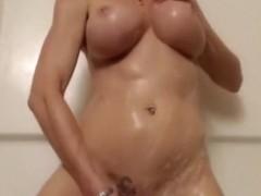 HAWT Blond Masturbates in the Shower