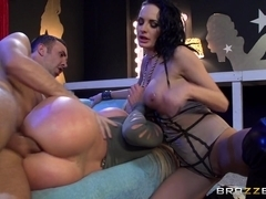 Pornstars Like it Big: Hang Low. Alektra Blue, Nikki Benz, Keiran Lee