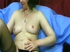 Showing my mature tits and cunt in amateur webcam vid