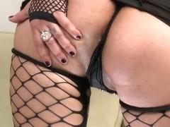 Dangerous slut Nikita Denise presents her pussy for modest girl James deen