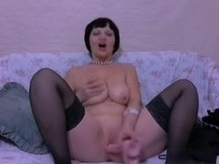 Mature lady gets the dildo at home