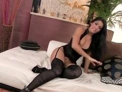 Izabella De Cruz demonstrates her Latino-pussy