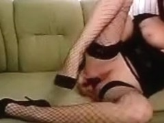 Milf Mmasha fucks her pussy on the couch