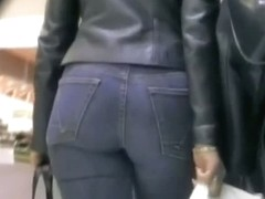 Candid butt video of two smoking hot brunettes in tight jeans