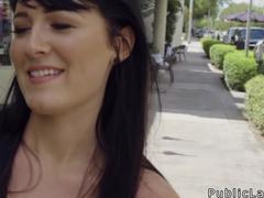 Risky public sex for an American beauty