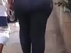 culona caminando en unare