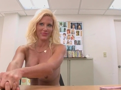 Strip tease session of blond milf Dawson Daley and a hot blow job