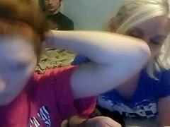 A couple of amateur lesbians lick