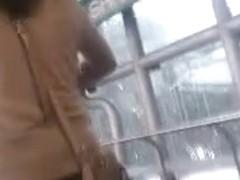 chica vestido  en el metro