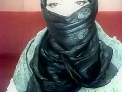 Bored arab hotty in hijab plays on her computer