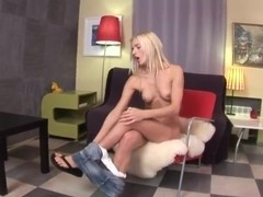 Nasty blondie Leenda plays with her holes