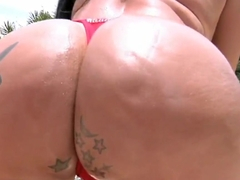 Jbrown gets turned on by brunette hottie Soraya Carioca