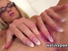 Super squirting from pornstar Kiara Lord