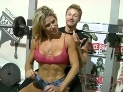 Picking up a fruity crummy MILF in the gym