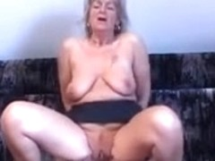 Mom with flabby saggy boobs & yummy cunt