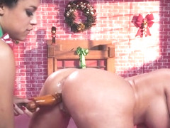 Alena Croft & Amethyst Banks & Michael Vegas in Santas Twerkshop - BrazzersNetwork